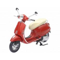 Moto Vespa roja